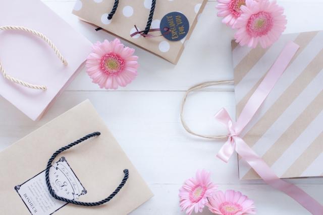 ショッピングバッグとお花