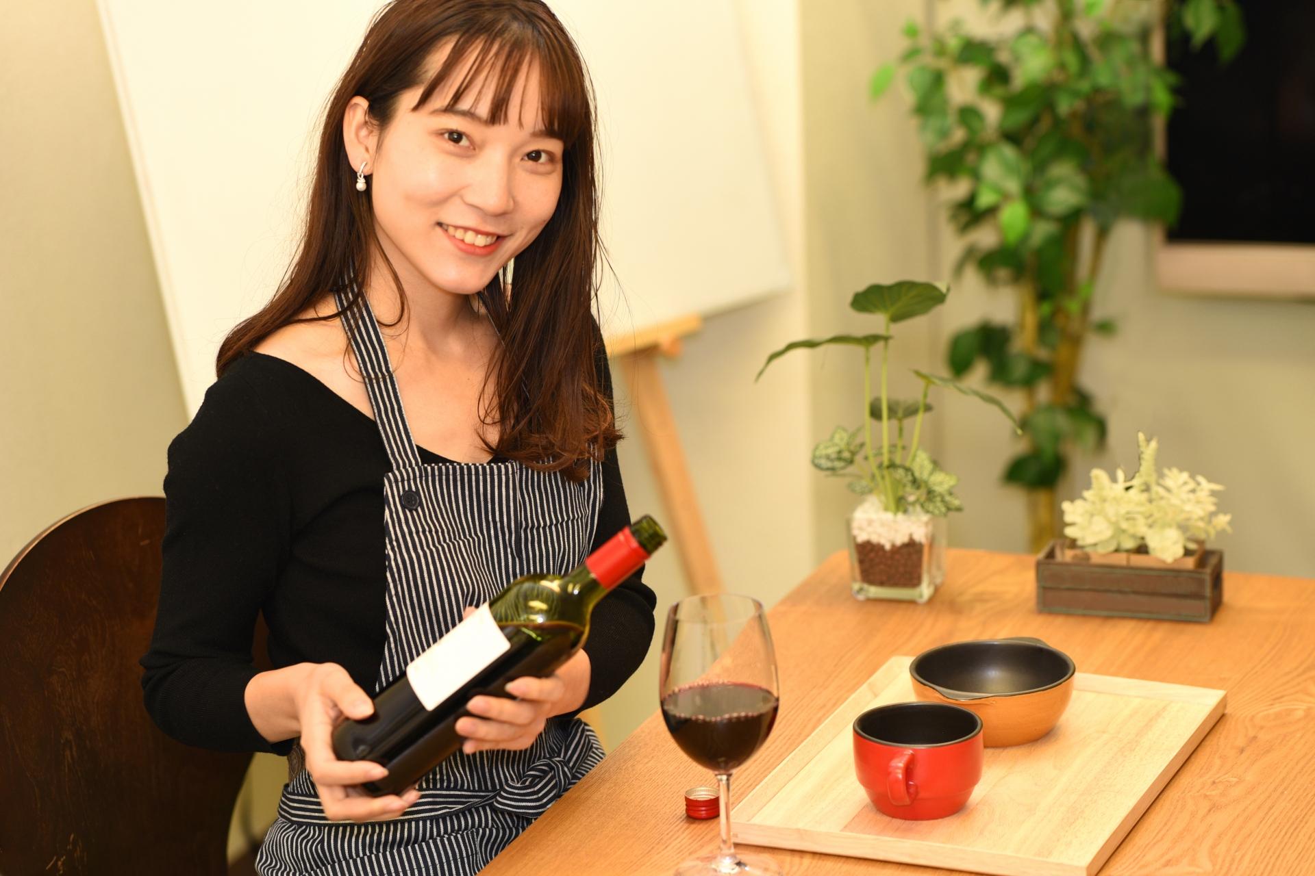 女性 ワイン