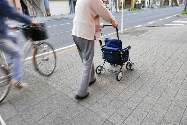 老人と自転車