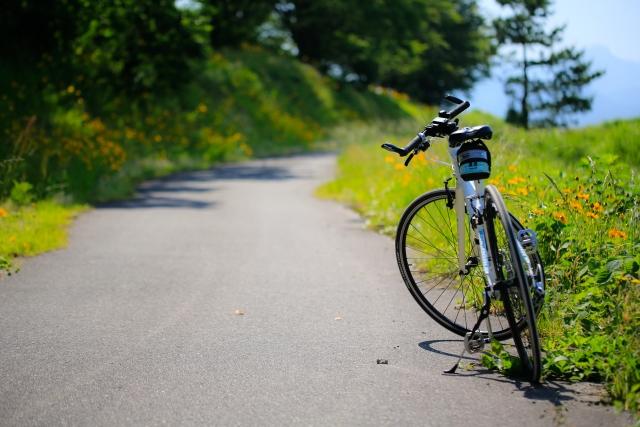 里山と自転車