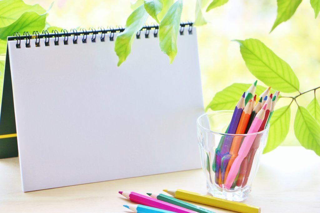色鉛筆とカレンダー