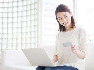 女性 クレジットカード ショッピング