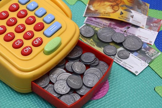 小銭とおもちゃのレジ